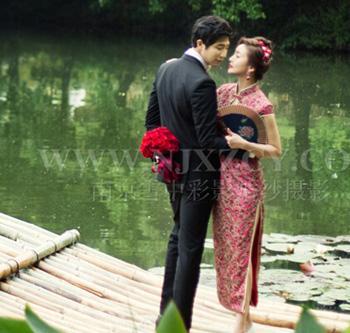 穿旗袍拍婚纱照体现优雅与复古